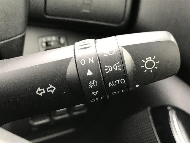 ハイウェイスター X Vセレクション 4WD 純正SDナビ CD/DVD再生 B-T接続 フルセグ 衝突軽減装置 横滑り防止 全方位モニター コーナーセンサー 両側パワスラ アイドリングストップ シートヒーター LEDオートライト(10枚目)