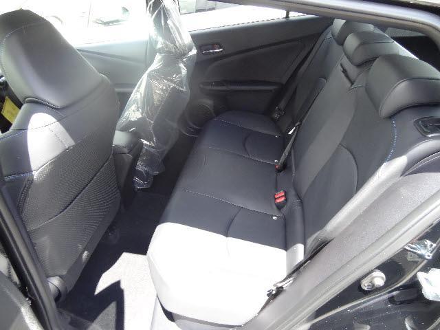 トヨタ プリウス 4WD Sツーリングセレクションナビレディセット 未使用車