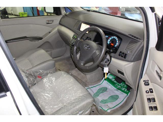 トヨタ アイシス プラタナリミテッド 4WD カロッツェリアHDDナビ