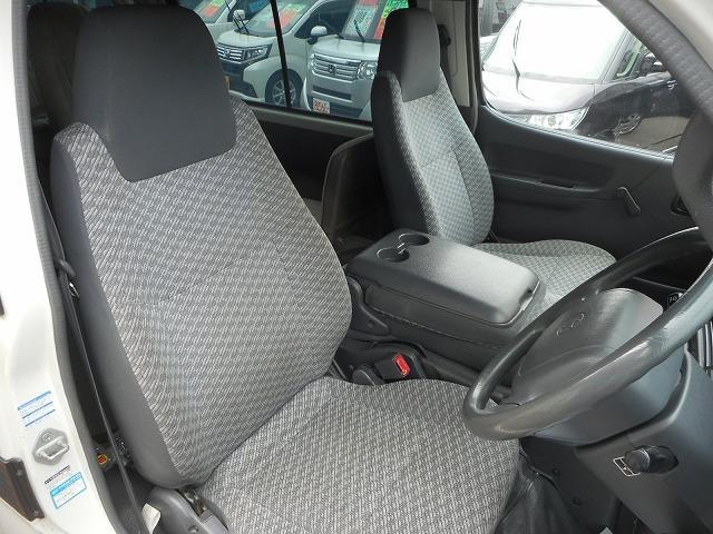 トヨタ ハイエースコミューター 車いす移動車 4WD 3000ccディーゼル