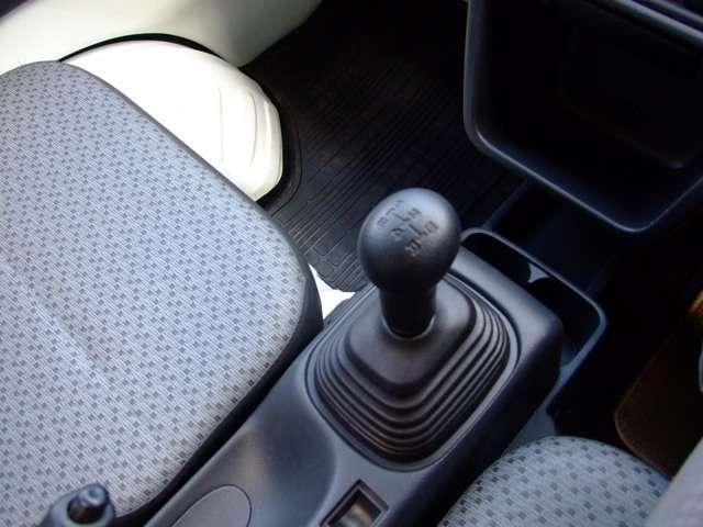 スズキ キャリイトラック KCエアコン・パワステ 4WD 5MT荷台マット・プロテクタ