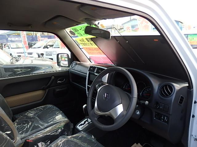スズキ ジムニー ランドベンチャー 特別仕様車 4WD ターボ 届出済未使用車