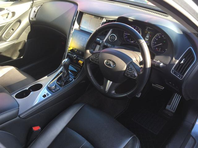 インテリアは運転席にドライビングに集中できる高い機能性と高揚感を、助手席と後席にはゆとりの空間と上質な快適さをそれぞれ提供。