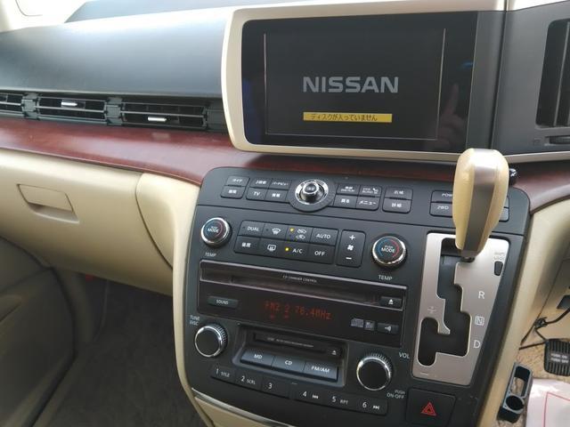Vエアロ 4WD エンジンスターター バックカメラ DVD 後部座席モニター HID 8人乗り サイドビューカメラ インテリジェントキー(12枚目)