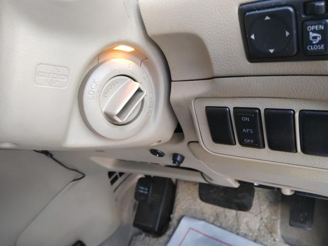 Vエアロ 4WD エンジンスターター バックカメラ DVD 後部座席モニター HID 8人乗り サイドビューカメラ インテリジェントキー(16枚目)