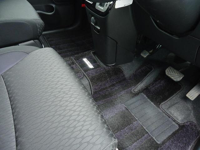 下半身をじんわり温めてくれるシートヒーターは寒い時期に重宝します。運転席・助手席に装備です。