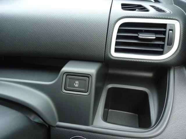 スイッチをワンプッシュするだけでエンジンが始動できるプッシュエンジンスターター搭載です。各種スイッチはパワースライドドア、アイドリングストップ、ESPのスイッチです。使い方はスタッフがご案内致します。