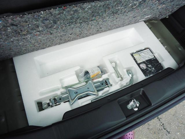 荷室ランプは夜間の荷物の積み下ろしに便利です。