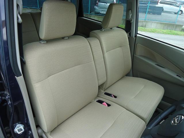 助手席シートアンダーボックスには普段使用頻度が少ないものや人目につきたくない物の収納に便利です。
