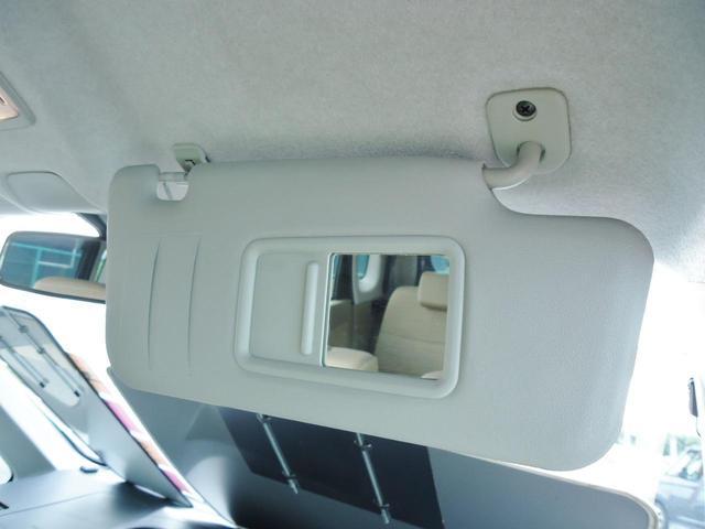 バックドアもゆとりある開口部によって荷物が出し入れしやすいです。