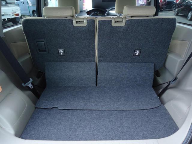 フラットな荷室床面と箱型デザインで実用性に優れています。