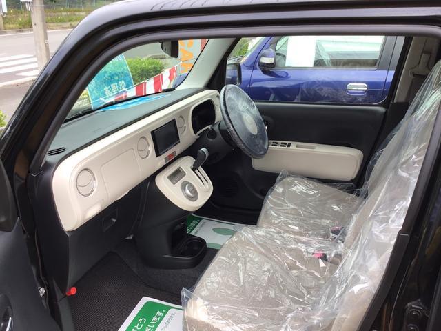 フロントシート状態良好です。大きな汚れもへたりも無く、座り心地は良いです。