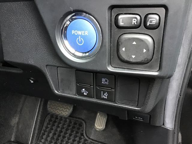 ボタンスタート式☆電子カードキーを携帯していれば、ブレーキを踏みながらボタンを押すだけでエンジンの始動がスマートに行えます。