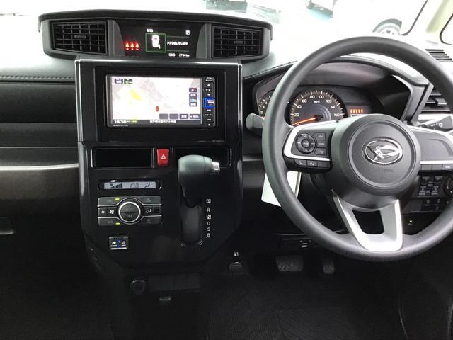 オートエアコン標準装備で快適な室内環境でドライブを楽しんで下さい。オーディオの操作もハンドルの所でできるのでソース切替、ボリューム調整も楽々ですよ。