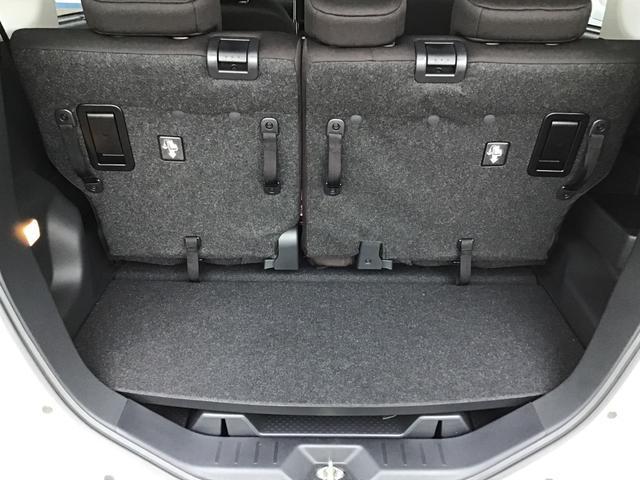 後席を使用している状態でも荷物を収納することができます。