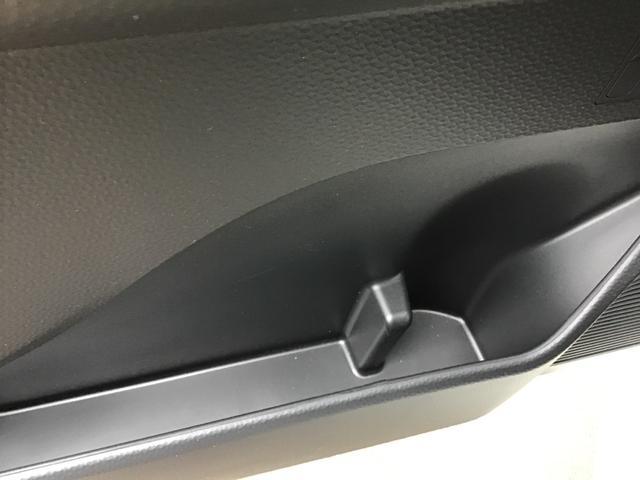 電子カードキーを携帯していれば、ドアハンドルのスイッチを押すだけで施錠&開錠ができて便利です。盗難防止に役立つイモビライザー機能も付いています。