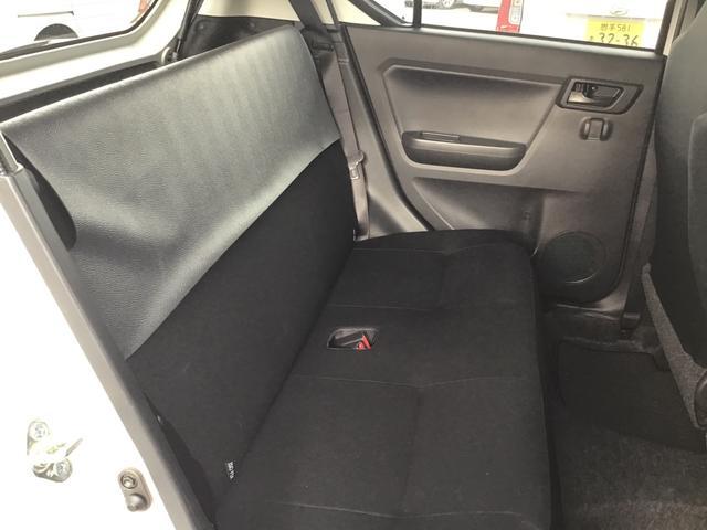 リアシートは黒で統一されシンプルなデザインとなっております。U-CARはすべて1点ものです。気になるお車は、お早めにご連絡ください。