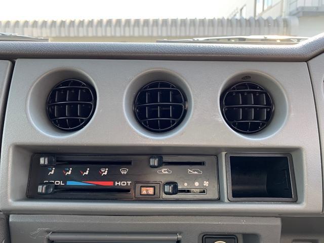 ランドベンチャー 4WD エンジンОH済 リフトアップ 5速マニュアル 記録簿 M/Tタイヤ F&Rクロカンバンパー ルーフキャリア 黒革調シートカバー MOMOステアリング ノックスドール施工済 16インチAW(6枚目)