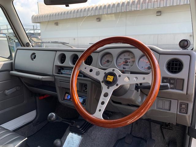 ランドベンチャー 4WD エンジンОH済 リフトアップ 5速マニュアル 記録簿 M/Tタイヤ F&Rクロカンバンパー ルーフキャリア 黒革調シートカバー MOMOステアリング ノックスドール施工済 16インチAW(11枚目)