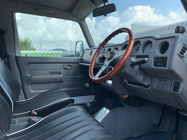ランドベンチャー 4WD エンジンОH済 リフトアップ 5速マニュアル 記録簿 M/Tタイヤ F&Rクロカンバンパー ルーフキャリア 黒革調シートカバー MOMOステアリング ノックスドール施工済 16インチAW(12枚目)