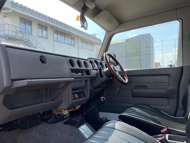 ランドベンチャー 4WD エンジンОH済 リフトアップ 5速マニュアル 記録簿 M/Tタイヤ F&Rクロカンバンパー ルーフキャリア 黒革調シートカバー MOMOステアリング ノックスドール施工済 16インチAW(14枚目)