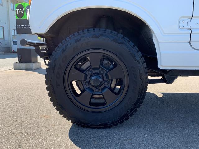 ランドベンチャー 4WD エンジンОH済 リフトアップ 5速マニュアル 記録簿 M/Tタイヤ F&Rクロカンバンパー ルーフキャリア 黒革調シートカバー MOMOステアリング ノックスドール施工済 16インチAW(32枚目)