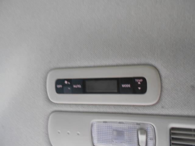 ツインオートエアコンです。リアヒーターの機能にもなります。