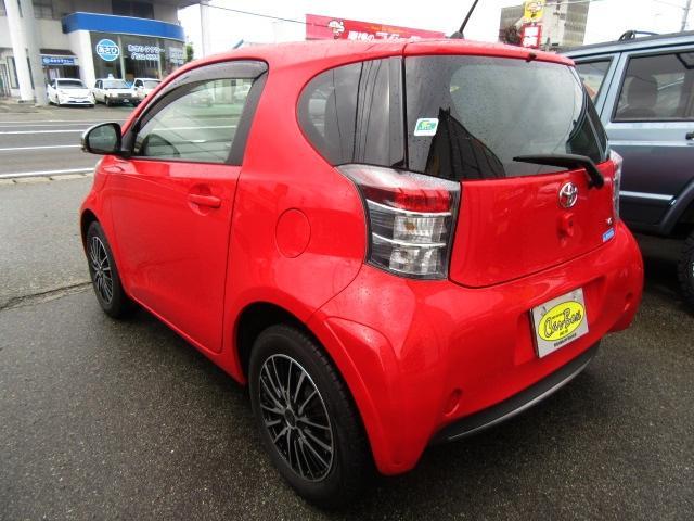 軽自動車より全長の短いコンパクトなボディながら、上質で機能的なインテリア、親しみやすい特徴的で洗練されたボディデザイン♪5ナンバーサイズのマイクロプレミアムコンパクトカーです(*^_^*)