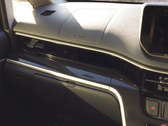 助手席側。エアバッグ、カップホルダー、インパネボックス、グローブボックスなど。