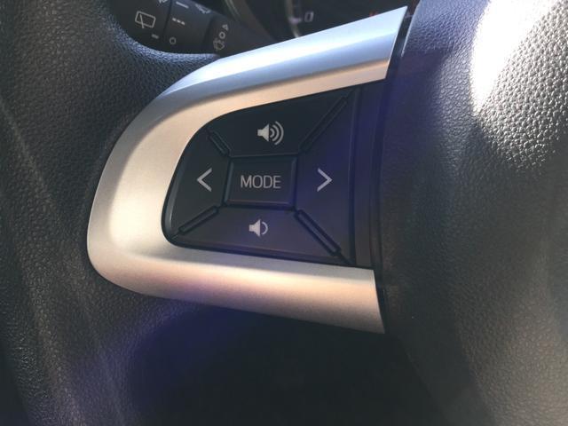 左手のスイッチはダイハツ純正オーディオ(一部除く)に連動し、音量調整やモードの切り替えなどオーディオの一部操作が手軽に行えます。