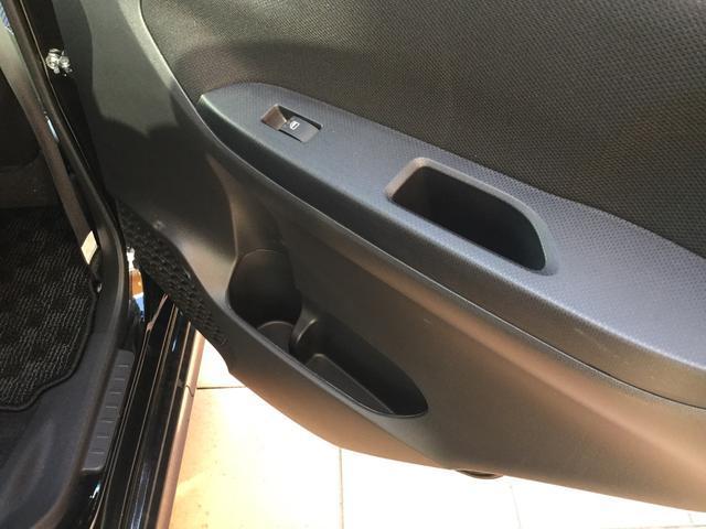 リアドアにはボトルホルダー、ドアポケット付き。