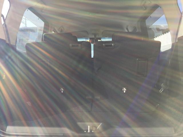 スーパースライドで後ろから手軽にシートを奥へスライドさせることができます。シートをスライドさせることによりラゲージルームが広くなります。