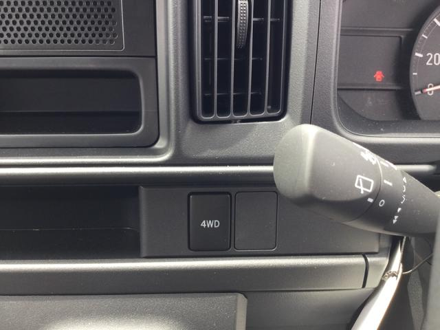 スイッチで2WDと4WDが切り替え可能なパートタイム4WD。山道や雪道、悪路、悪天候に出くわしても、スイッチで4WDに切り替えることで、力強い走破性が得られます。