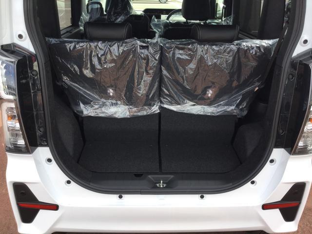 上開きで雨雪のとき傘替わりで便利。広い開口部は荷物の出し入れらくらく