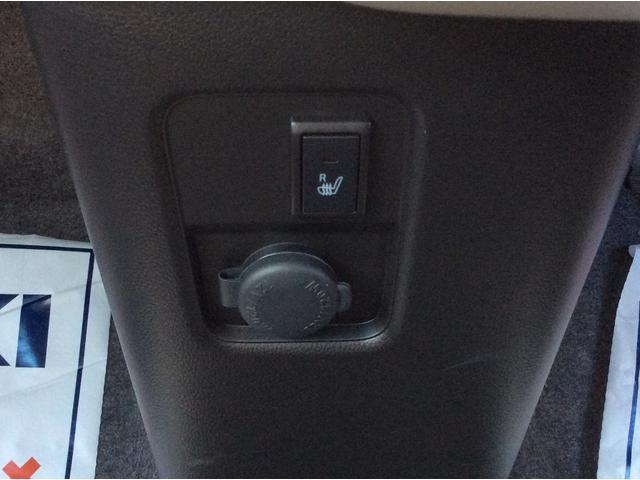運転席側シートヒーターとアクセサリー電源付き!