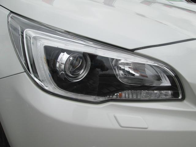 リミテッド 4WD アイサイトVer.3 黒革パワーシート STiフロントアスポイラー パナソニック製フルセグ対応8型SDナビ バックカメラ コーナーセンサー 純正18AW スマートキー(エンジンスタート機能)(9枚目)