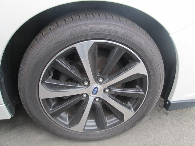 リミテッド 4WD アイサイトVer.3 黒革パワーシート STiフロントアスポイラー パナソニック製フルセグ対応8型SDナビ バックカメラ コーナーセンサー 純正18AW スマートキー(エンジンスタート機能)(11枚目)