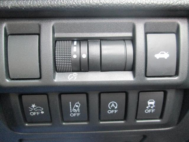 リミテッド 4WD アイサイトVer.3 黒革パワーシート STiフロントアスポイラー パナソニック製フルセグ対応8型SDナビ バックカメラ コーナーセンサー 純正18AW スマートキー(エンジンスタート機能)(13枚目)