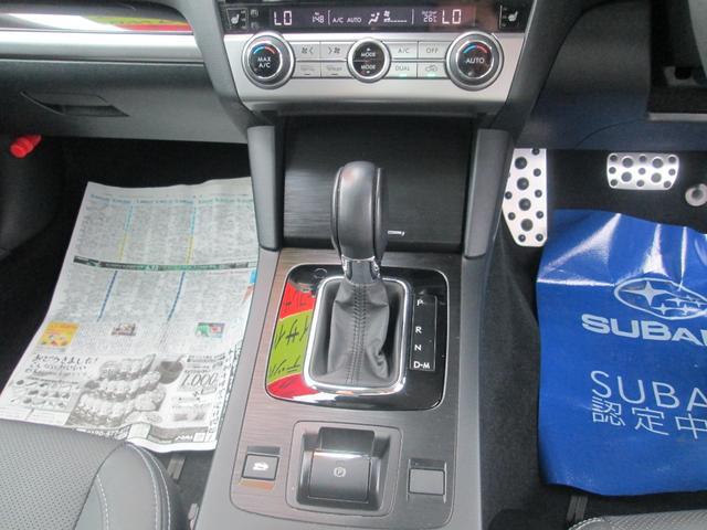 リミテッド 4WD アイサイトVer.3 黒革パワーシート STiフロントアスポイラー パナソニック製フルセグ対応8型SDナビ バックカメラ コーナーセンサー 純正18AW スマートキー(エンジンスタート機能)(17枚目)