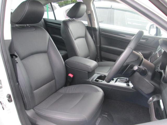 リミテッド 4WD アイサイトVer.3 黒革パワーシート STiフロントアスポイラー パナソニック製フルセグ対応8型SDナビ バックカメラ コーナーセンサー 純正18AW スマートキー(エンジンスタート機能)(19枚目)