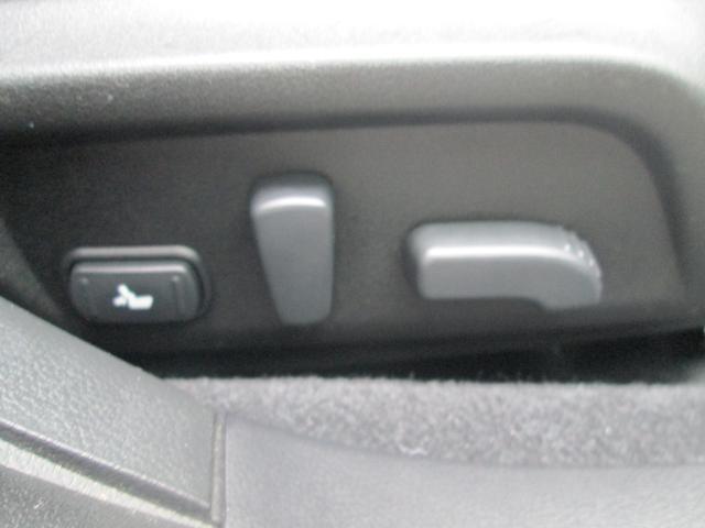 リミテッド 4WD アイサイトVer.3 黒革パワーシート STiフロントアスポイラー パナソニック製フルセグ対応8型SDナビ バックカメラ コーナーセンサー 純正18AW スマートキー(エンジンスタート機能)(20枚目)