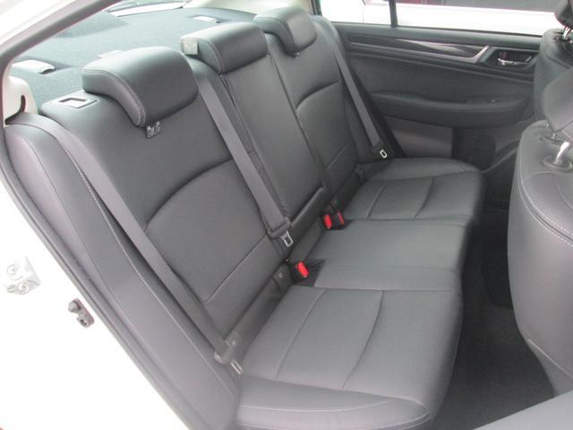 リミテッド 4WD アイサイトVer.3 黒革パワーシート STiフロントアスポイラー パナソニック製フルセグ対応8型SDナビ バックカメラ コーナーセンサー 純正18AW スマートキー(エンジンスタート機能)(21枚目)