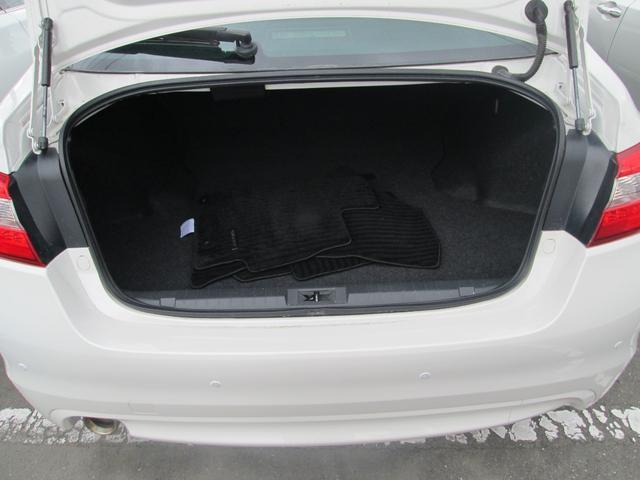 リミテッド 4WD アイサイトVer.3 黒革パワーシート STiフロントアスポイラー パナソニック製フルセグ対応8型SDナビ バックカメラ コーナーセンサー 純正18AW スマートキー(エンジンスタート機能)(22枚目)