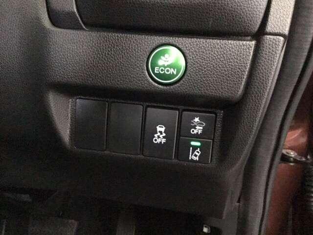 センシングのメインスイッチはこちらに装備しています。燃費に役立つエコボタンもここです。