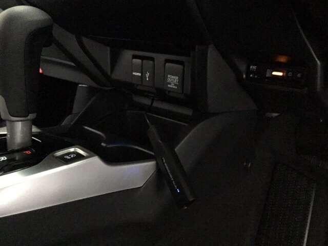 充電可能USB端子有り。高速道路の定番アイテム ETCはこちらに装備しています。