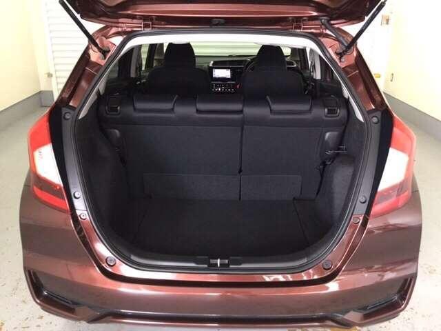 開口部も広く荷物の積み下ろしもしやすいお車となっております。ラゲッジも広く使いやすいです!