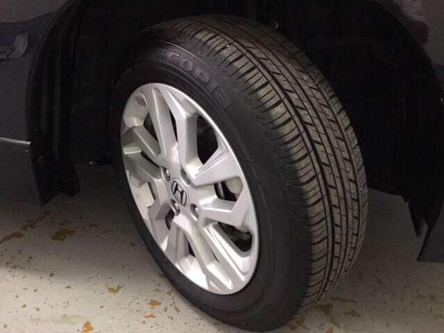 純正アルミホイール装着車です。足元を引き立てます!タイヤ残り溝も十分です。