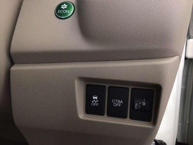 運転席から手なりの位置にある先進装置のスイッチ類。