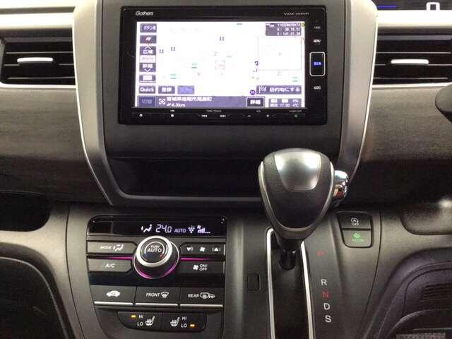 ナビゲーションはフルセグTV、インターナビ対応のGathersVXM-194VFiを搭載。Bluetoothオーディオ機能付。 室内の除菌・脱臭効果はもちろん美肌効果もあるプラズマクラスター搭載のオー