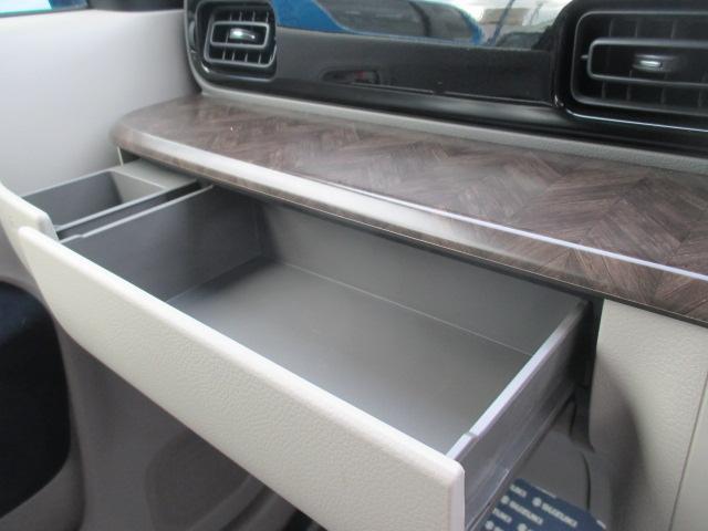 木目調パネル&収納スペース。詳細は当店中古車スタッフへお問い合わせ下さい。
